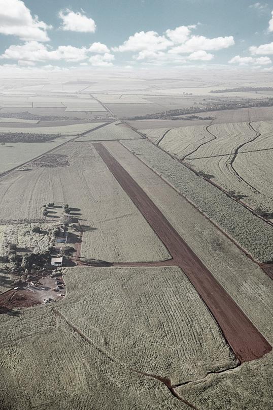 Foto da pista de SJB antes da concessão à Aerobarra, atual responsável pelo aeroporto.